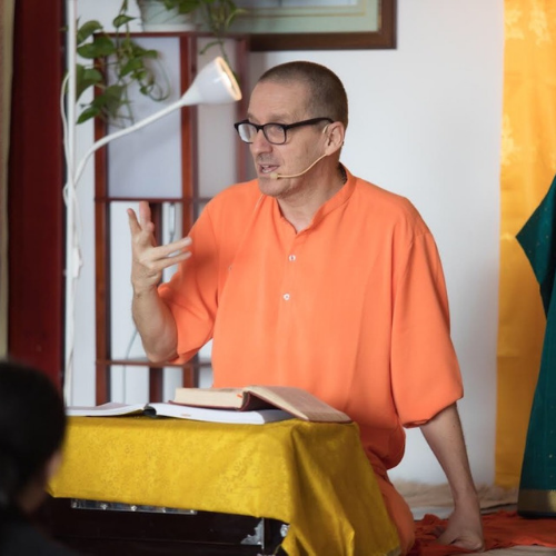 """<div style=""""line-height: 1.3; color: #FF9031; font-family: catamaran;"""">Special Satsang with <br>Swami Narayanananda</div>"""